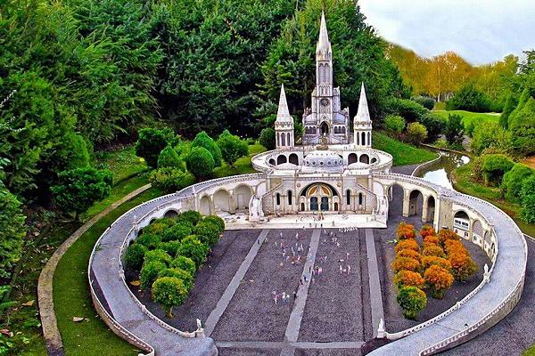 ¿Dónde se encuentra el Santuario de la Virgen de Lourdes?