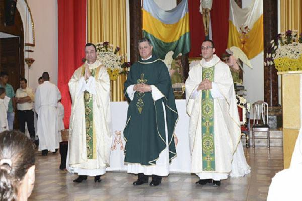 ¿Cuál es la diferencia entre obispo y diacono?
